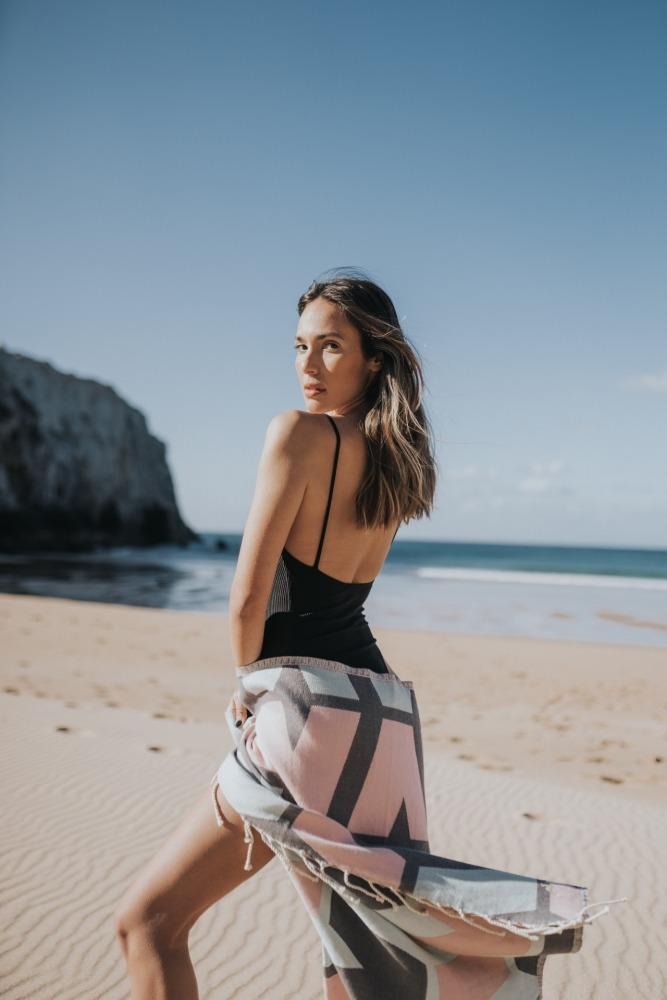 06578_06496_Futah Beach Towels_Cova do Vapor Pink and Grey_2